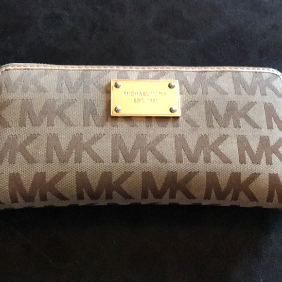 8bd6c8d6786c ... michael kors bags mk wallet poshmark ...